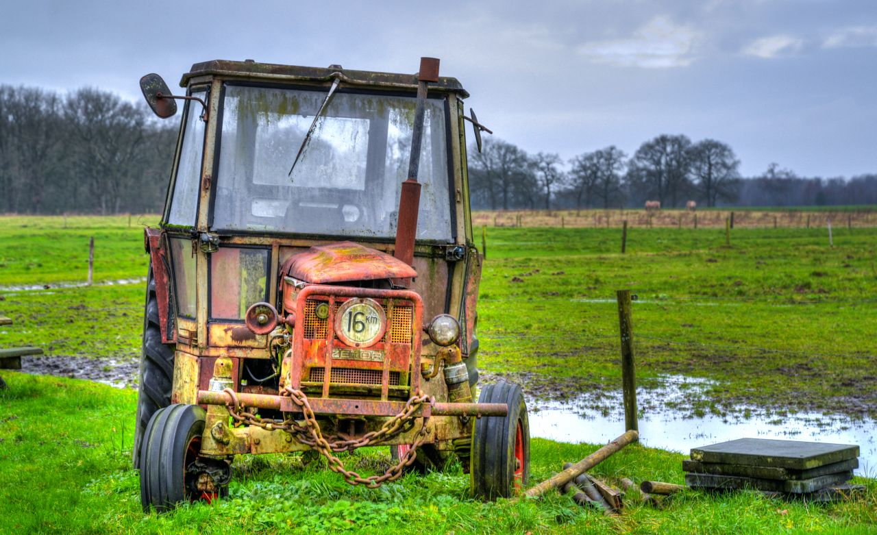 """Free photo """"Abandoned tractor"""""""