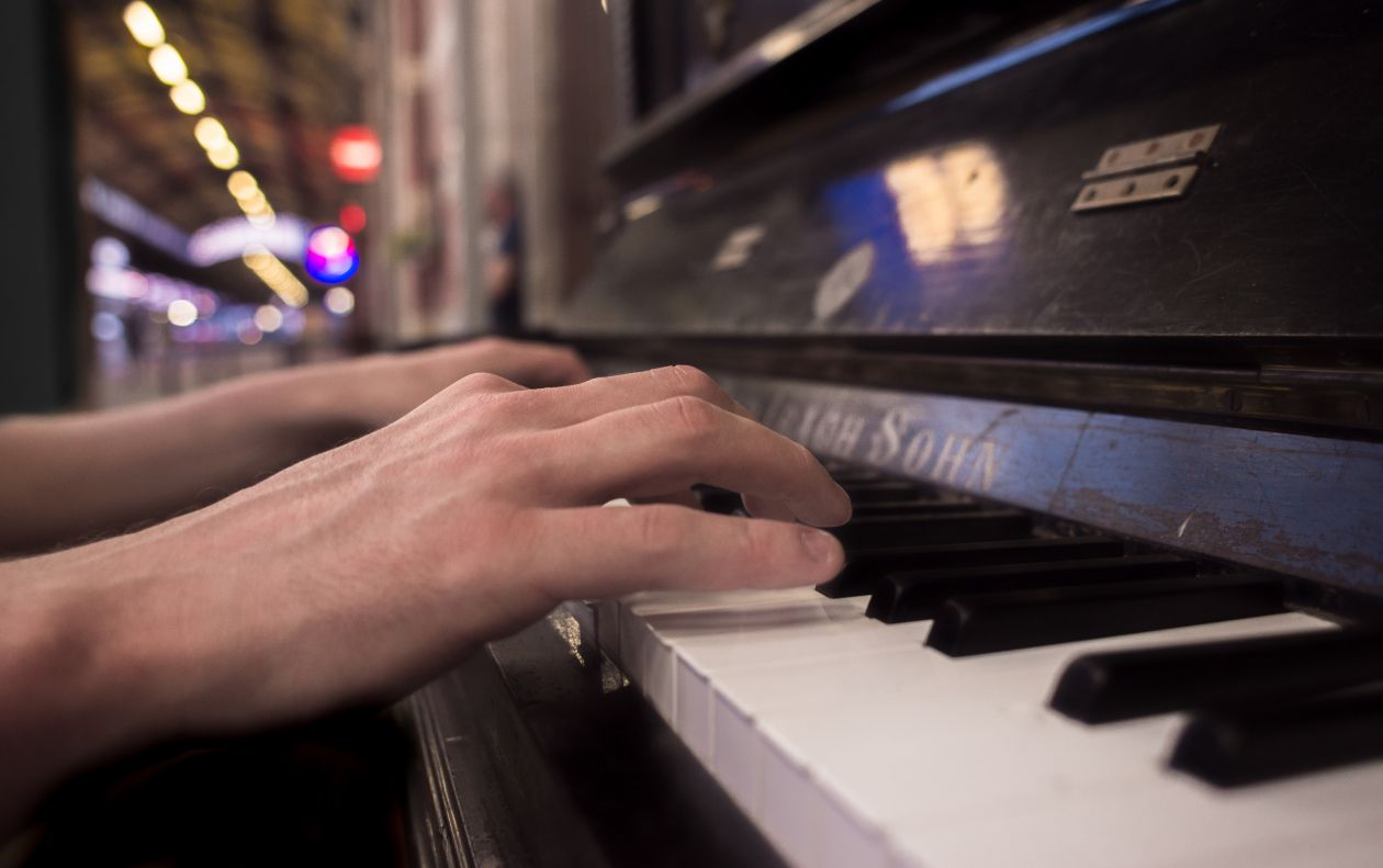 "Free photo ""Playing piano"""