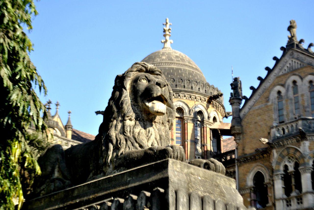 "Free photo ""Lion Statue Close"""