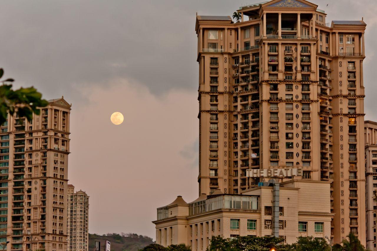 """Free photo """"Concrete Jungle Moon"""""""
