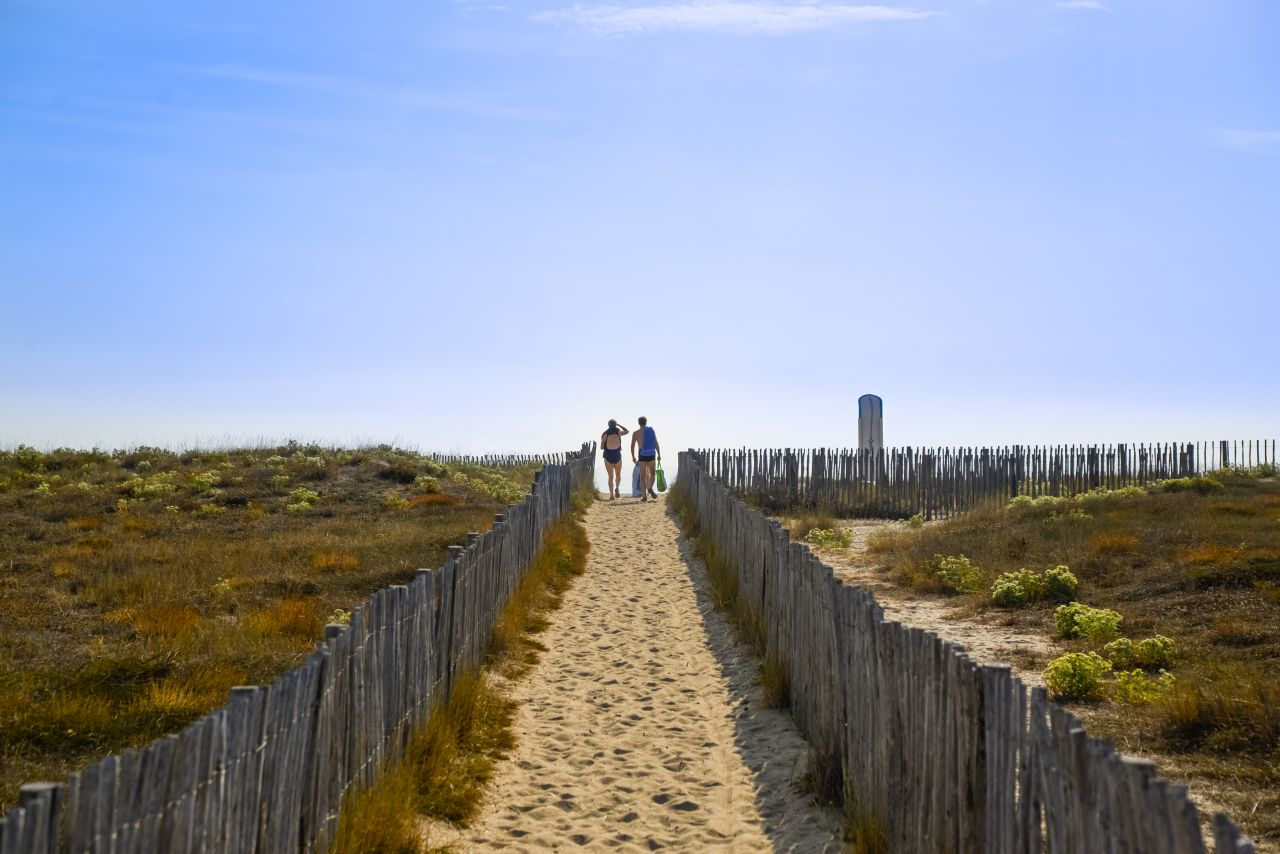 "Free photo ""People walking to the beach"""