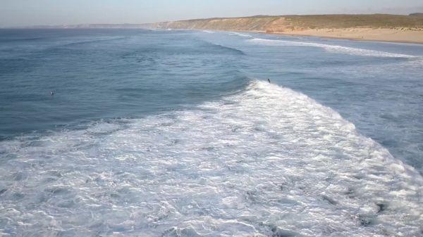 Surfer  portugal  surf video