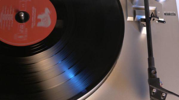 Turntable  music  retro video