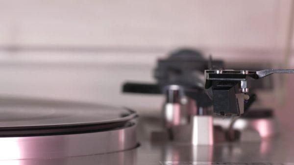 Turntable  music  equipment video