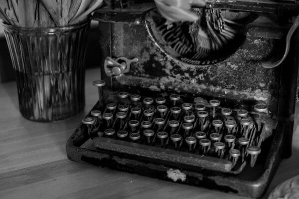 Antique typing machine photo