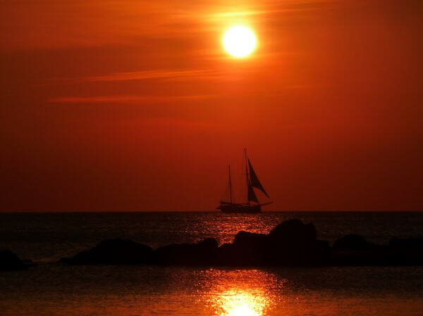 Sailing to the sun photo