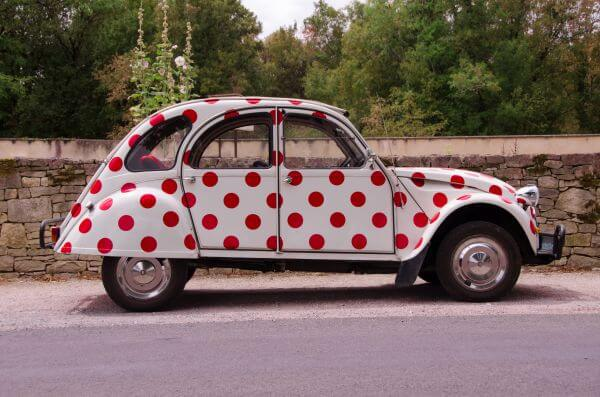 2CV red dots photo
