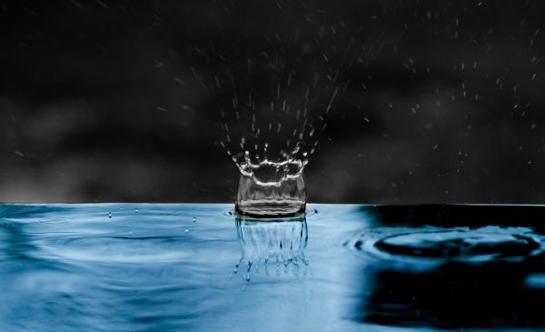 Raindrop splash photo