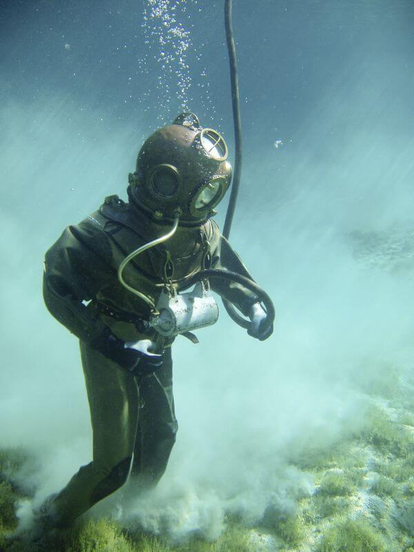 Deep diving photo