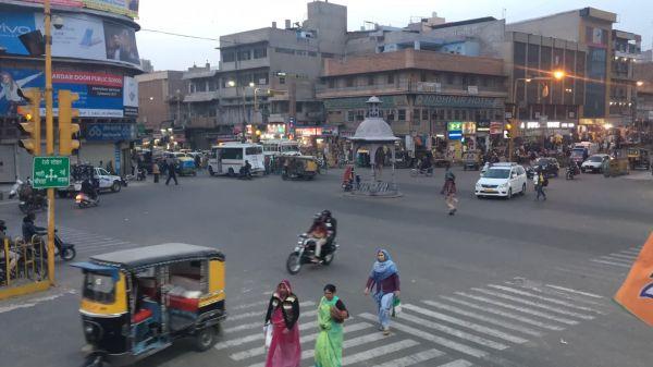 India  crossroads  traffic video