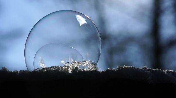 Soap bubble  freezer  windy video