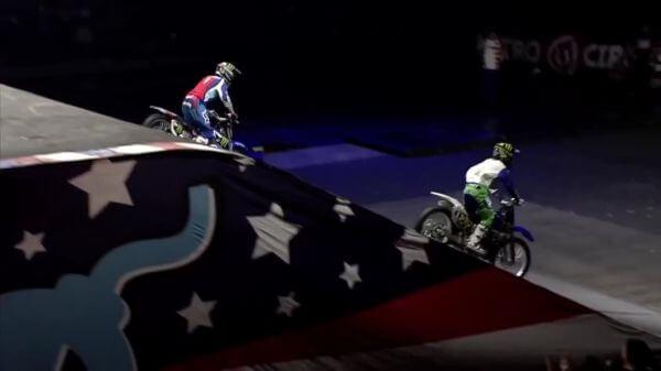 Stunt  motorbikes  synchronous video