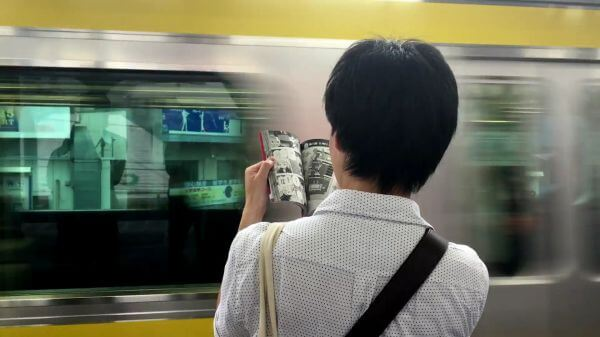 Reading  comics  subway video
