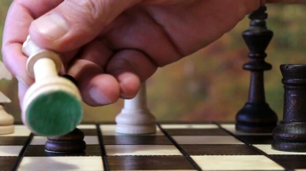 Chess  pawn  queen video