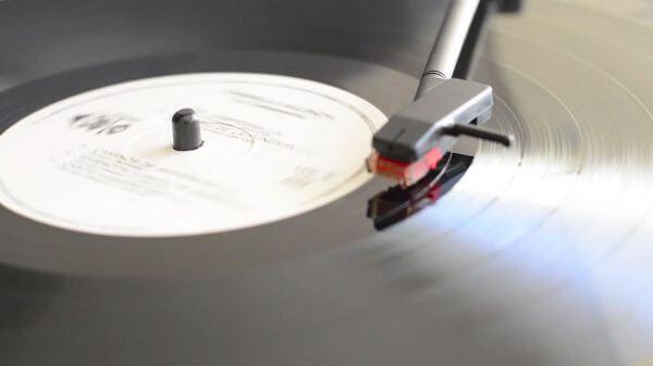 Disk  vinyl  music video