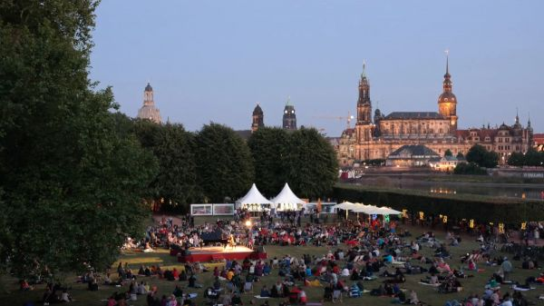 Dresden  summer palace  japanese palace video
