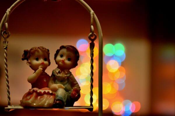 Couple Statue Bokeh photo
