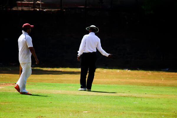 Umpire No Ball photo