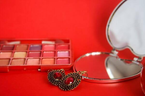 Makeup Mirror Instruments photo