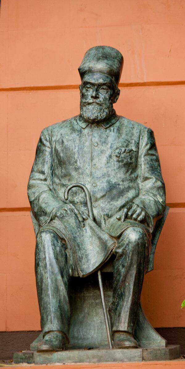 Statue Parsi Man photo