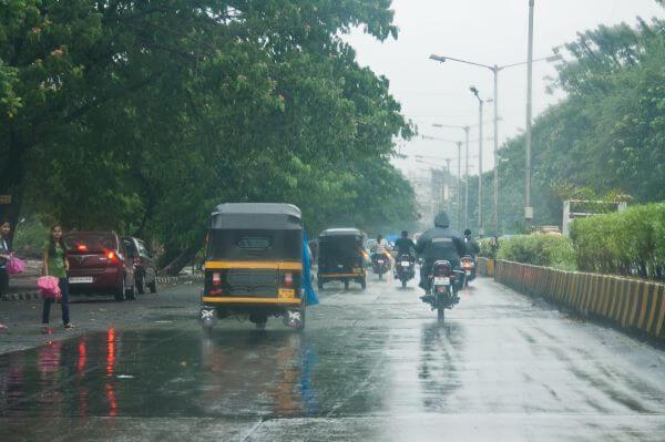 Traffic Mumbai Streets photo