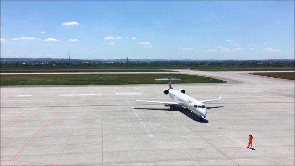 Landing  lufthansa  airport video