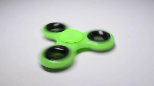 Fidget spinner  trend  play video