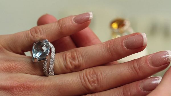 Jewelry  ring  trying video