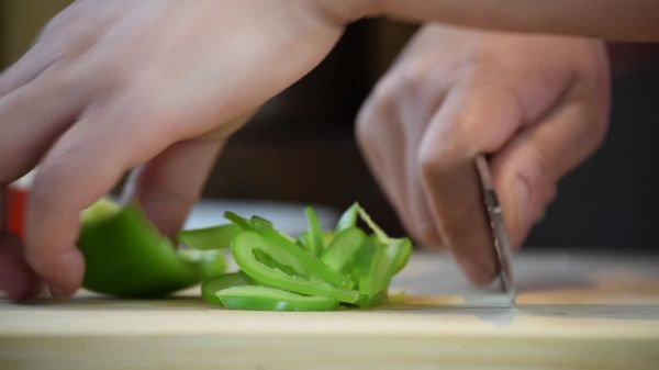 Slicing  peppers  sweet video