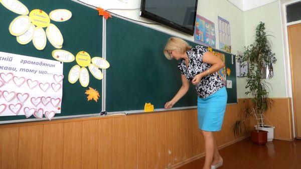 The teacher writes homework  the teacher wipes the board  yellow cloth video