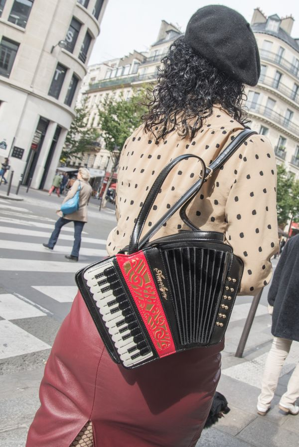 Woman laccordion photo