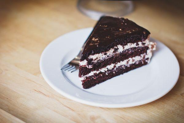 Chocolate Cake Plate White Wood photo