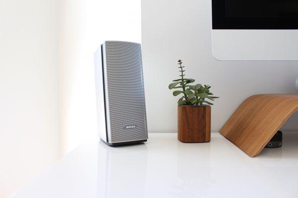 Bose Speaker Mac Minimal Desk photo