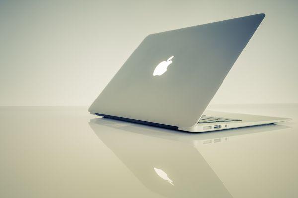MacBook Minimal Reflection photo