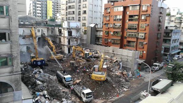 Building  removal  excavators video
