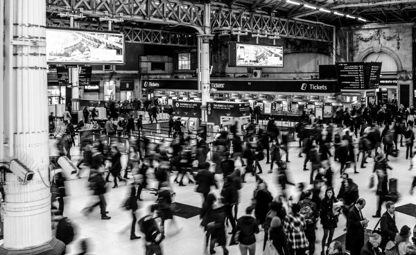 Busy Victoria station photo